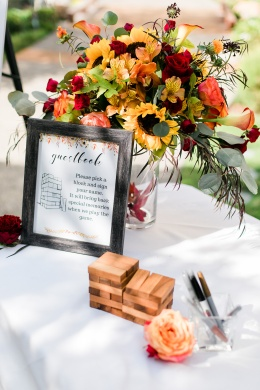 Love this alternative idea for guests to sign!